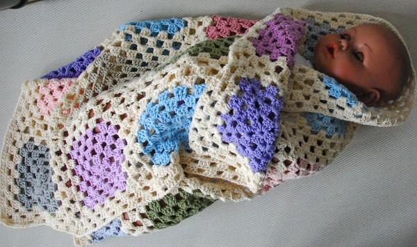 Babydecke PASTELL 109 x 75 cm gehäkelt reine Baumwolle Granny ...