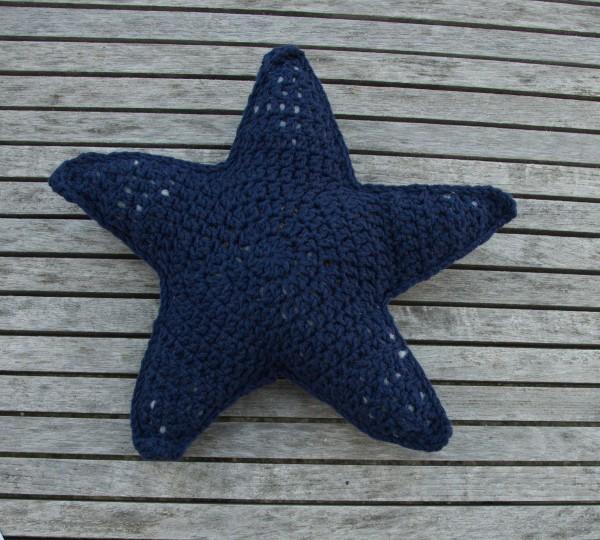 Kissen Starfish, gehäkelt aus reiner Baumwolle